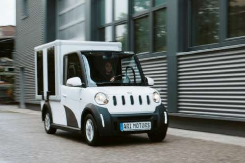 Представили німецько-китайську вантажівку на сонячних батареях