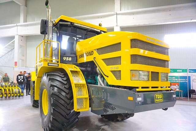 В Україні розробили надпотужний трактор