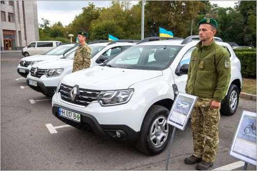 Українські прикордонники отримали нові автомобілі та мотоцикли