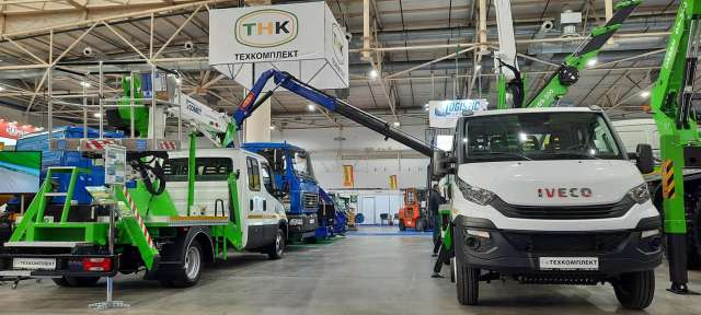 Завод «Техкомплект» представив в Києві масштабну експозицію техніки