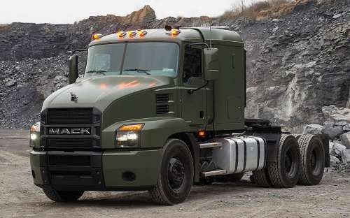 Американський завод Volvo представив нову військову вантажівку