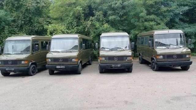Вінницька бригада тероборони отримала мікроавтобуси Mercedes-Benz