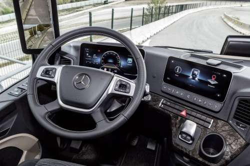 Як працює Multimedia Cockpit Mercedes-Benz Actros