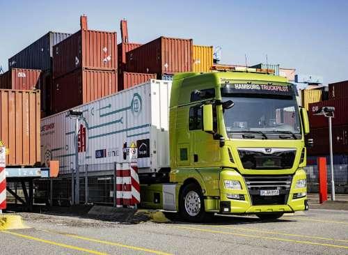 MAN представив вантажівки, які розвантажуються самостійно